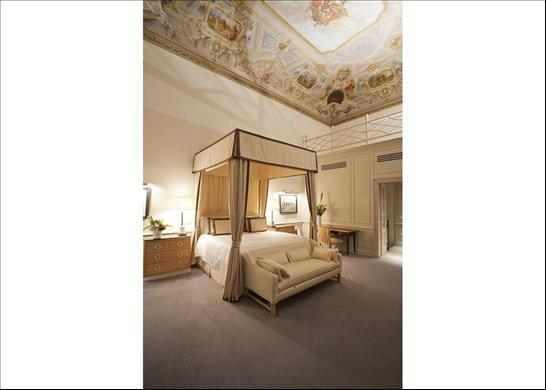 Luxury apartments in 15th century palazzo at the heart of Florence - Trying to Balance the Madness
