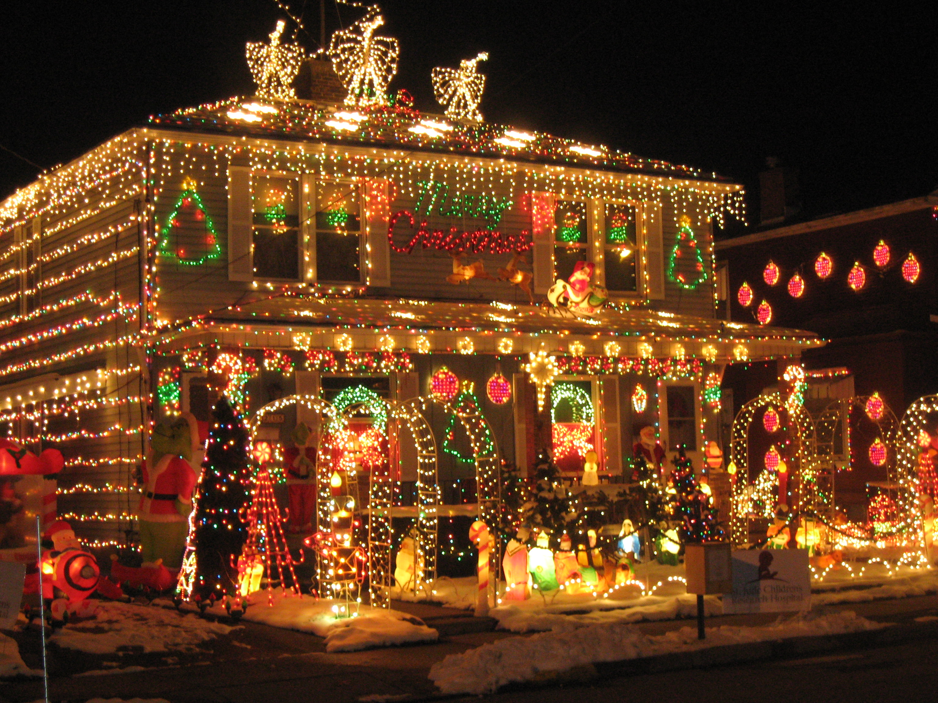Make your home sparkle this christmas christmas lights for Christmas home designs