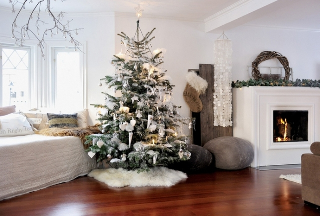 homeideasmag11-living-room-christmas-decorations