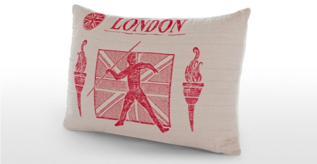 made-3_london_games_cushion_beige_lb2