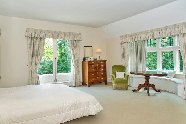 8158500-bedroom