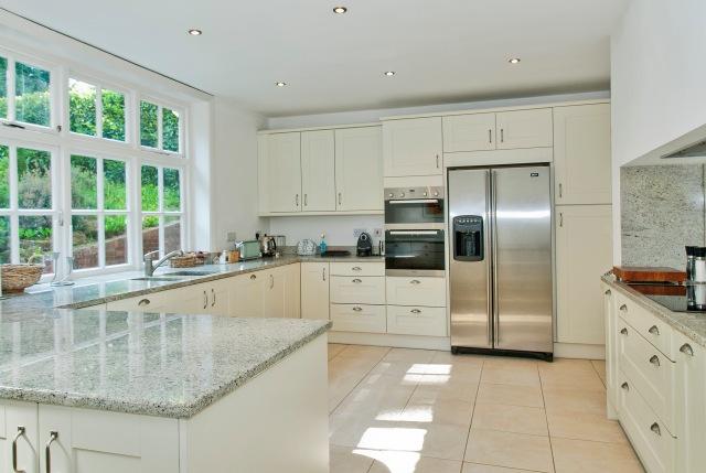 8158500-kitchen2
