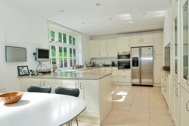 8158500-kitchen3