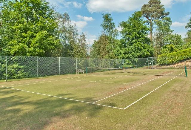 8158500-tenniscourt1