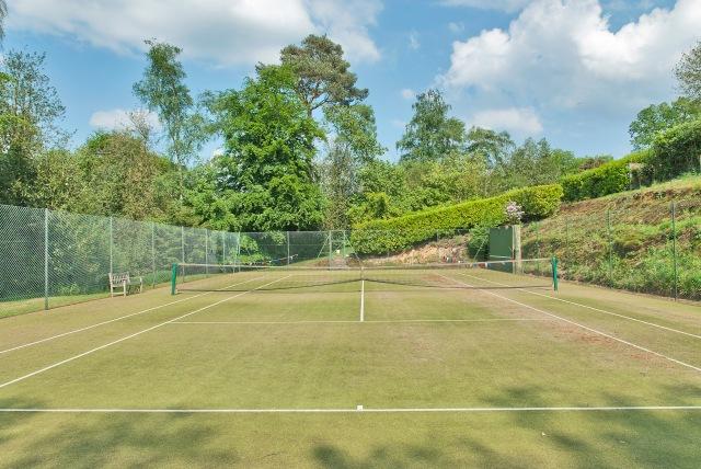 8158500-tenniscourt2