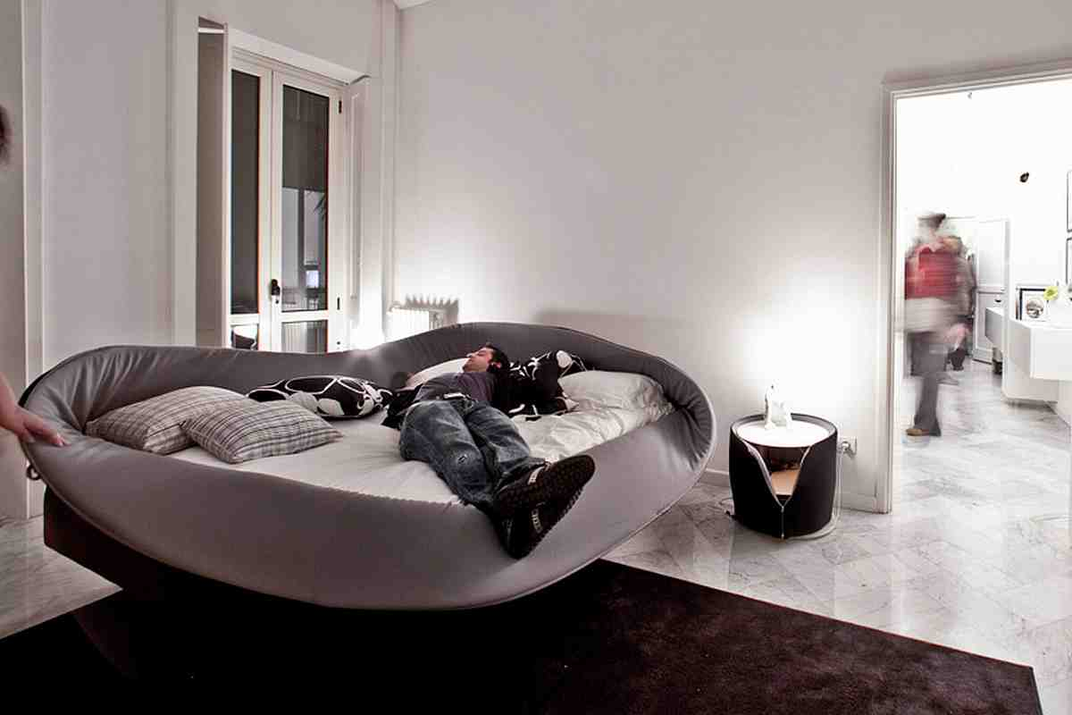 Going to sleep has never been so strange unusual beds trying to balance the madness - Home decorating ideas clever and wacky solutions ...